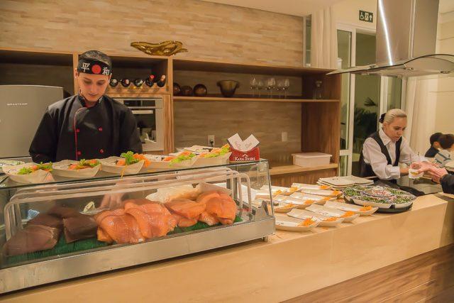 Jantar japonês no Dia das Bruxas